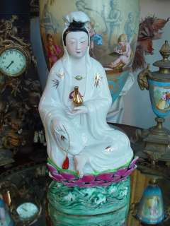 OLD ESTATE CHINESE SEATED GUAN KWAN YIN STATUE ON LOTUS FLOWER NR
