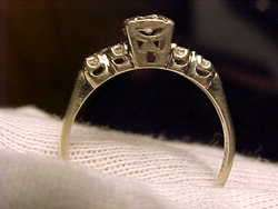 Beautiful Ladys Vintage 14k White gold diamond ring