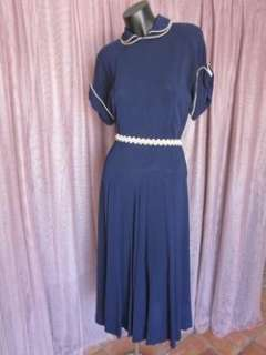 ANTIQUE 1940s VINTAGE NAVY BLUE CREPE DRESS~XS/S~GORED SKIRT