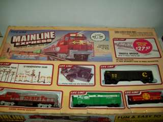 LIFE LIKE MAINLINE EXPRESS TRAI SET SANTA FE LOCO & 3 CARS HO SCALE