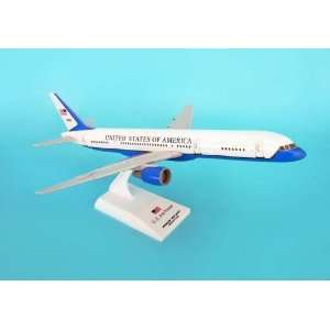 Skymarks Air Force 2 B757 200 1/150:  Home & Kitchen