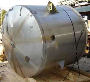 1,000 GALLON STAINLESS STEEL TANK