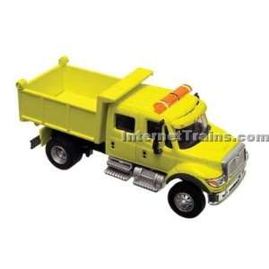 Boley HO Scale International 7000 2 Axle Crew Cab Dump Truck