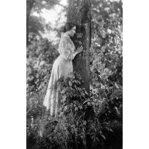Helen Keller, full length portrait, standing by tree, 1907   16x20